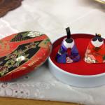 チョコ缶おひなさま大倉山店2-1